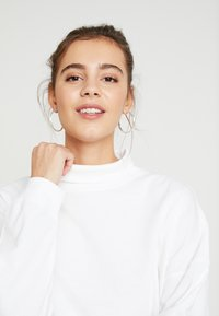 Champion Reverse Weave - BATWING SLEEVES CREWNECK - Long sleeved top - white - 5