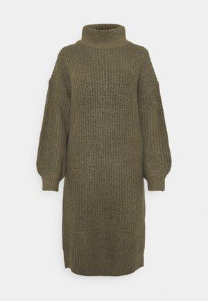 NMROBINA HIGH NECK DRESSS - Strikket kjole - kalamata