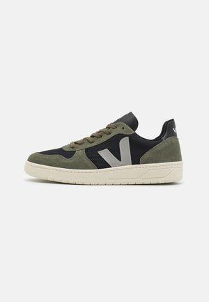 V-10 - Sneakers laag - black/oxford grey/mud