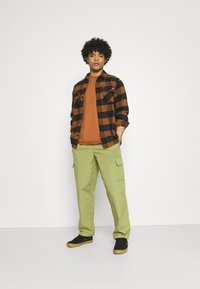 Obey Clothing - EASY BIG BOY PANT - Cargobyxor - burnt olive - 1