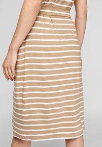 s.Oliver - ROBE  - Robe d'été - desert sand stripes - 4
