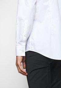 HUGO - KOEY - Formal shirt - open white - 5
