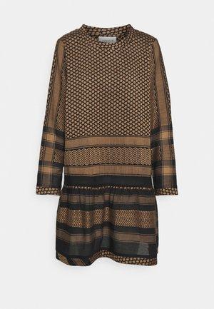 DRESS - Denní šaty - black/tannin