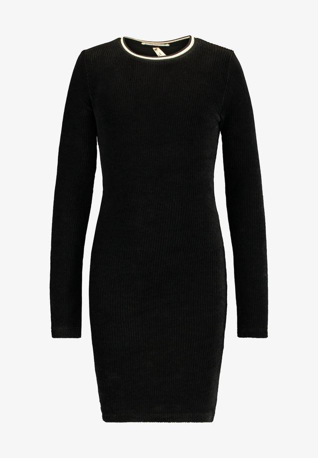 DEWY JR - Gebreide jurk - black
