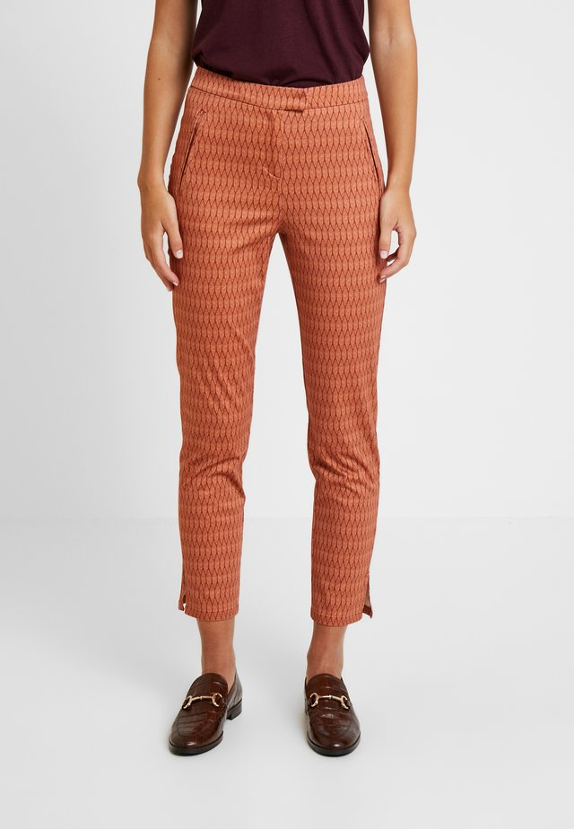 FRONT CUT DETAILED TROUSERS - Chinos - bordeaux