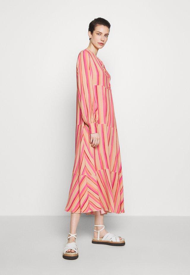 TIZIANA - Korte jurk - puder