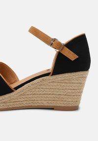 s.Oliver - Platform sandals - black - 7