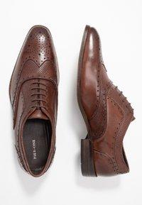 Pier One - Zapatos con cordones - brown - 1