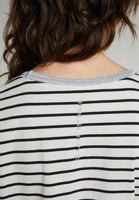Oui - Print T-shirt - offwhite black - 3