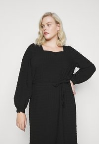 Pieces Curve - PCKUMA MIDI DRESS - Day dress - black - 4