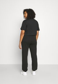 Vero Moda Curve - VMOCTAVIA PANT - Tracksuit bottoms - black - 2