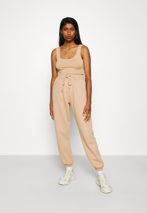 SCOOP NECK BRALET 90'S SET - Tracksuit bottoms - camel