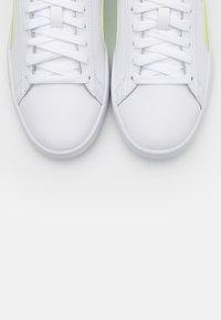 Puma - SMASH UNISEX - Sneakers basse - white/sharp green - 4