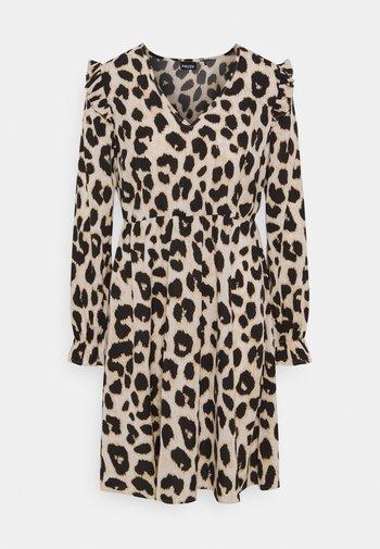 PCSNOLLY DRESS  - Denní šaty - black
