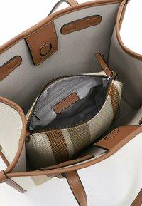 Emily & Noah - Handbag - cognac-stripes - 4
