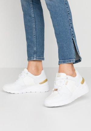 MELANIA - Zapatillas - trenza blanco
