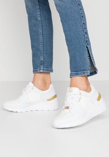 MELANIA - Sneakers laag - trenza blanco