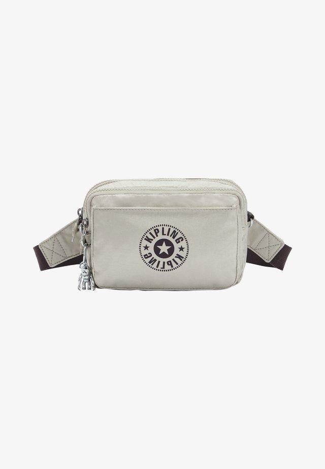 Across body bag - dynamic silver