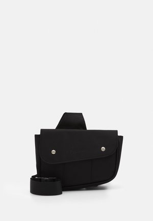 SIGNATURE SADDLE BAG - Sac banane - black