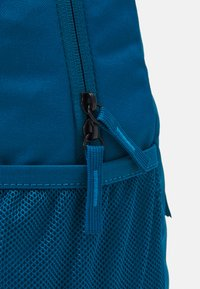 Nike Sportswear - ELEMENTAL UNISEX - Rucksack - green abyss/volt - 4