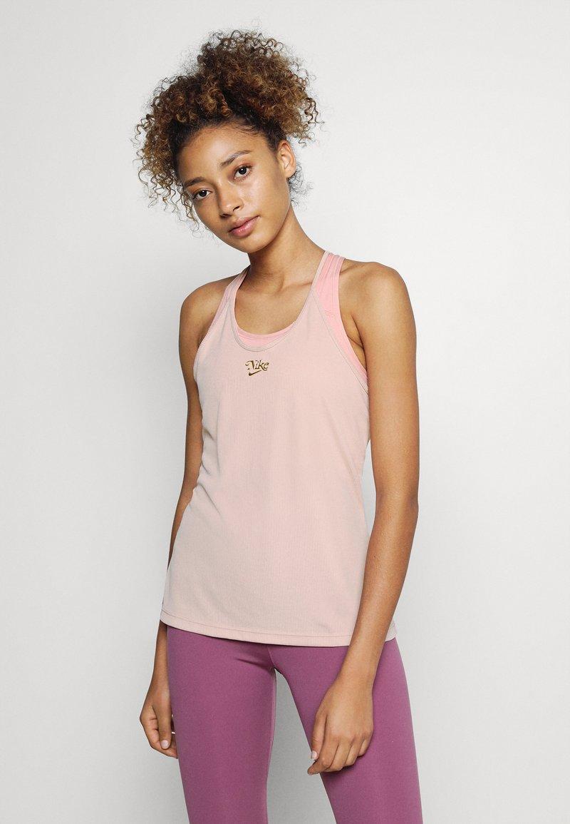 Nike Performance - FEMME ELASTIKA TANK - Toppe - pink oxford/metallic gold