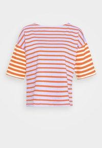 MARINER TEE - Print T-shirt - cherry/navy