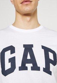 GAP - BASIC LOGO - Print T-shirt - white - 5