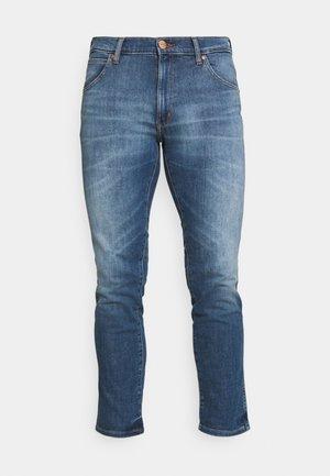 LARSTON - Slim fit jeans - de lite blue
