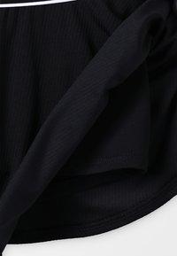 Nike Performance - NKCT FLOUNCY  - Sportovní sukně - black/white - 3