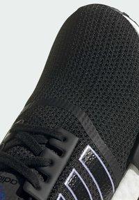 adidas Originals - NMD_R1 - Sneakersy niskie - core black dust purple core black - 8
