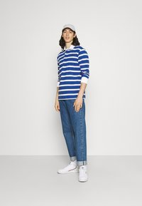 Newport Bay Sailing Club - BOLD STRIPE RUGBY - Polo shirt - light blue - 1