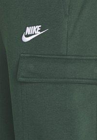 Nike Sportswear - CLUB PANT - Cargo trousers - galactic jade/galactic jade/white - 4