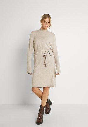 VIPILLA TIE BELT DRESS - Jumper dress - natural melange