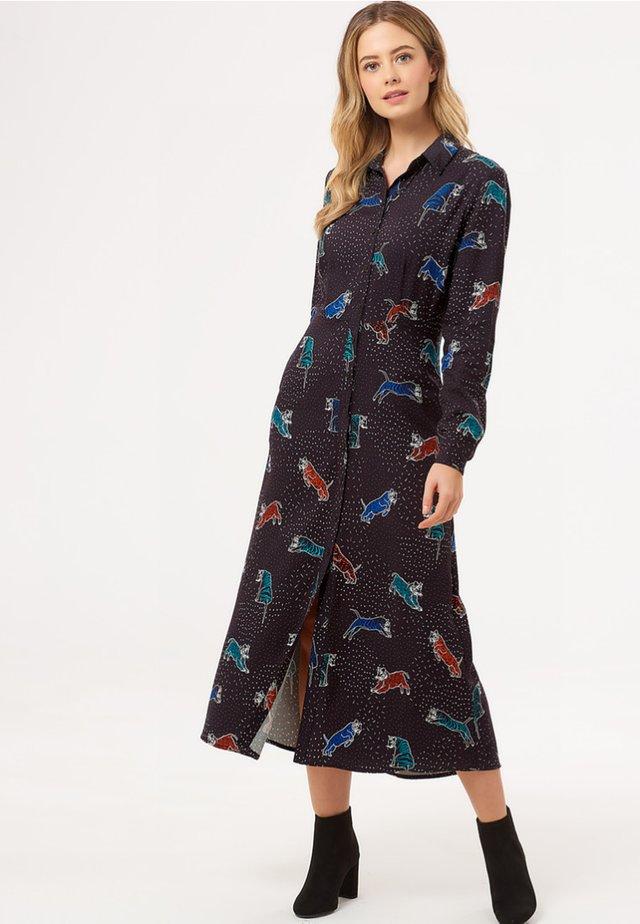 CLARISSA MIDAXI PATTERNED TIGERS - Maxi dress - black