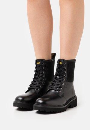 LEA - Snørestøvletter - black