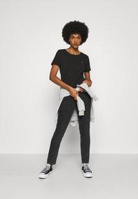 Tommy Jeans - SLIM CNECK - T-shirts basic - black - 1