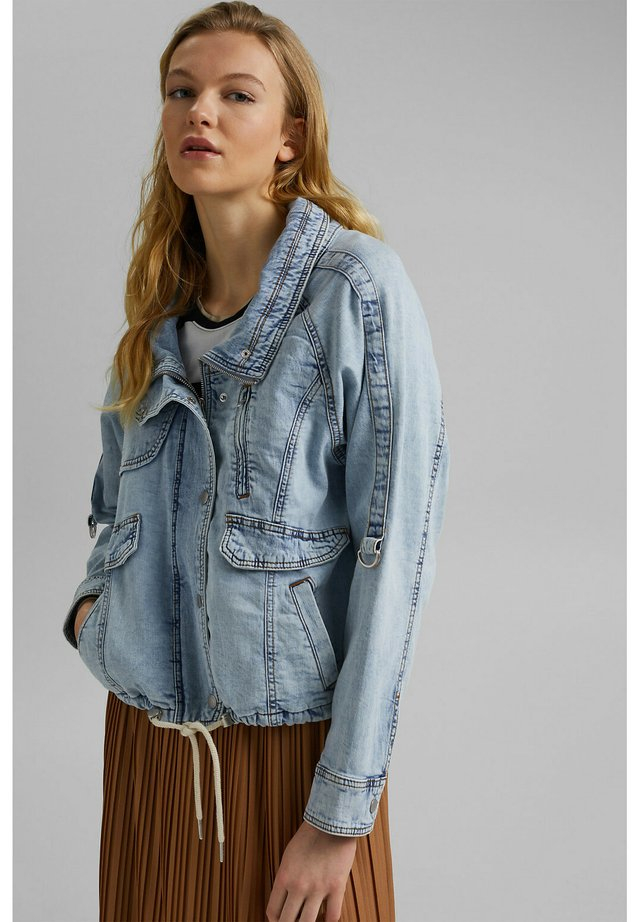 Denim jacket - blue light washed