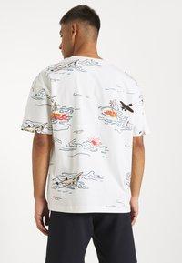 Scotch & Soda - ALLOVER TEE - T-shirt con stampa - off-white - 3