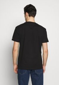 Tommy Jeans - EMBROIDERED LOGO TEE - Print T-shirt - black - 2
