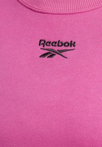 Reebok Classic - CLASSICS LOGO CREW - Sweatshirt - pink - 7