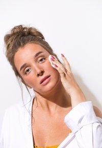 Swiss Clinic - HYDRATING SELF-TAN PADS - Self tan - - - 2