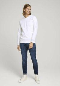 TOM TAILOR DENIM - Slim fit jeans - destroyed dark stone blue deni - 1