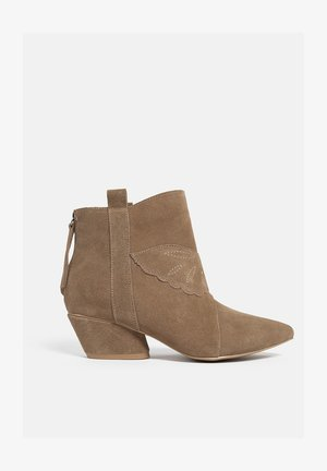 Ankle boot - tan