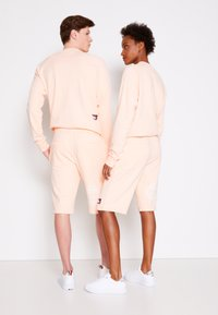 Tommy Hilfiger - ONE PLANET UNISEX - Shorts - delicate peach - 2