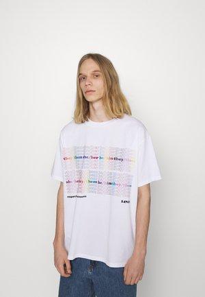 PRIDE LIBERATION ROADTRIP TEE UNISEX - T-shirt imprimé - white