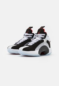 Jordan - AIR XXXV UNISEX - Basketbalové boty - black/chile red/white - 1