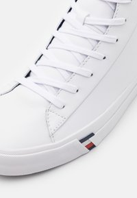 Tommy Hilfiger - CORPORATE  - Sneakers alte - white - 5