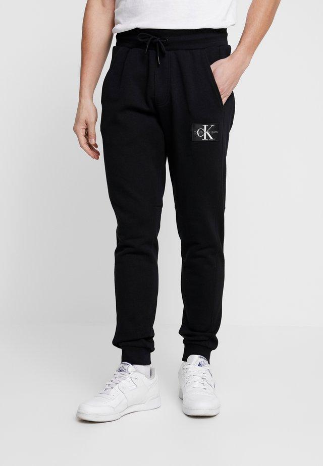 MONOGRAM PATCH PANT - Spodnie treningowe - black
