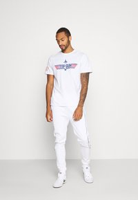 Topman - PRIMARY PIPED - Tracksuit bottoms - white - 1