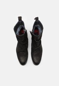 Shelby & Sons - MCCARTHY SLOUCH BOOT - Kotníkové boty - black - 3